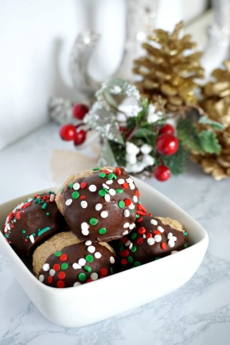 These peanut butter balls are the perfect no bake Christmas treat to give out to neighbors. They are a fast Christmas dessert idea that look festive, and combine the favorite flavors of peanut butter and chocolate. The best part, is that it is a Christmas treat idea that comes together in 30 minutes. #christmastreat #christmasdessert #neighborgifts #giftideas #peanutbutterballs #chocolateandpeanutbutterThese peanut butter balls are the perfect no bake Christmas treat to give out to neighbors. They are a fast Christmas dessert idea that look festive, and combine the favorite flavors of peanut butter and chocolate. The best part, is that it is a Christmas treat idea that comes together in 30 minutes. #christmastreat #christmasdessert #neighborgifts #giftideas #peanutbutterballs #chocolateandpeanutbutter